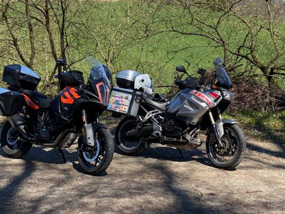 Zwei Reiseendouros im Bergischen Land