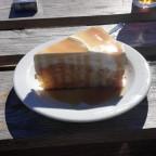 Der erste Joghurt-Karamell-Kuchen des Jahres im Kaffee Treibholz