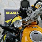 Honda Monkey mit (neuer) Uhr